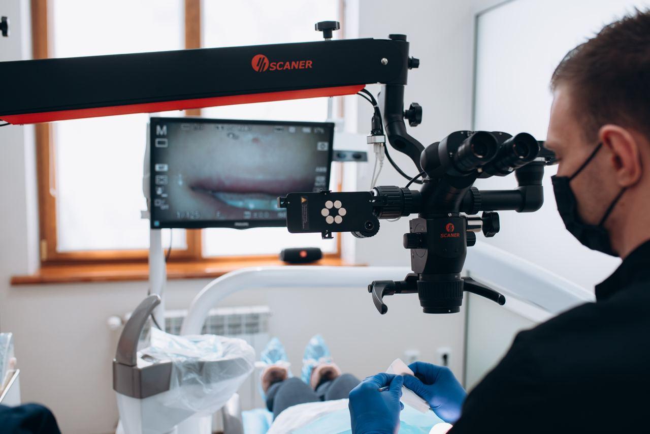 стоматологія з мікроскопом