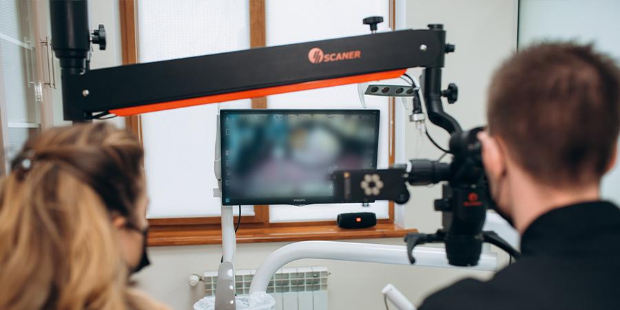 Лікування зубних коренів під мікроскопом